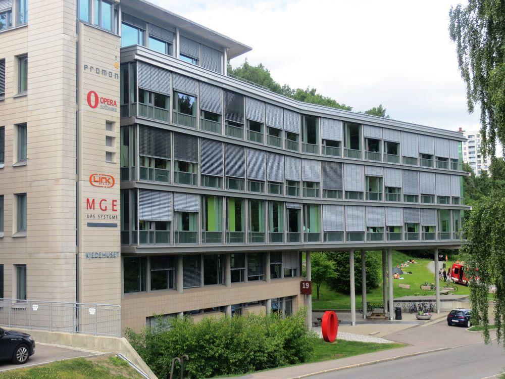 Rundt 30 ansatte må gå fra Operas kontorer i Nydalen i Oslo.