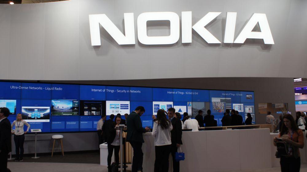 Nokia fokuserer på nettverksteknologier i dag, men vil mest sannsynlig designe mobiler som noen andre kan produsere og selge. Det er uansett lenge til.