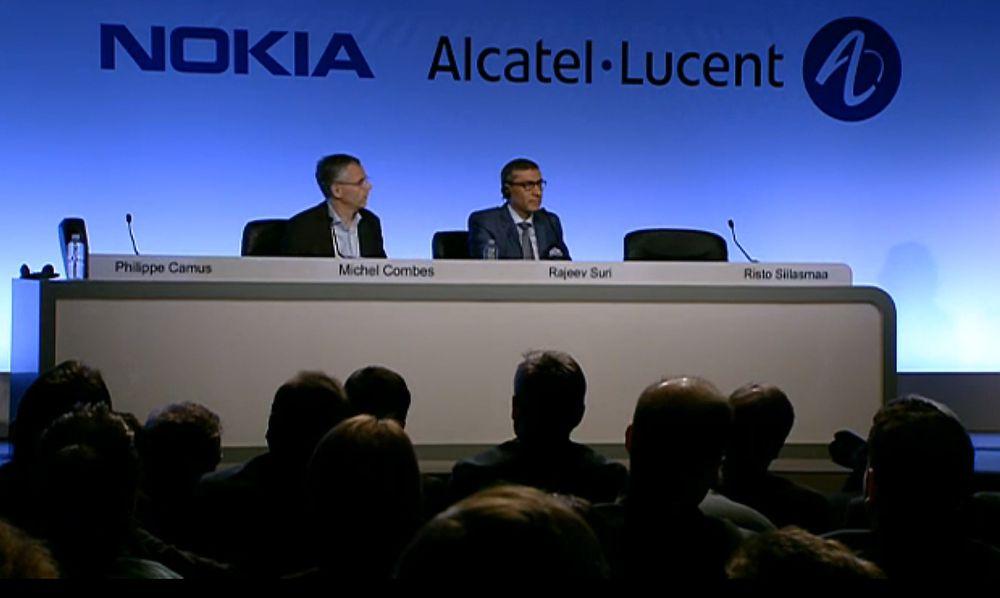 Fra pressekonferansen om Nokias oppkjøp av Alcatel-Lucent. På bildet vises toppsjefene i de to selskapene, Michel Combes og Rajeev Suri.