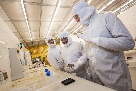 Forskere ved Nanotekniklaboratoriet til Chalmers.