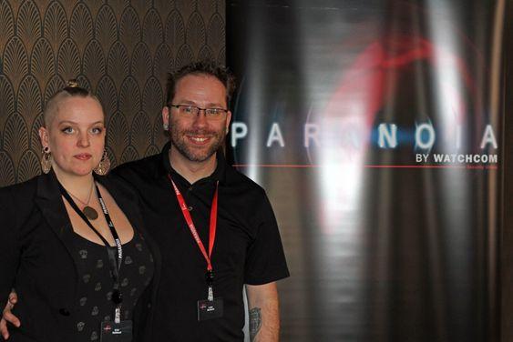 Luke McOmie og hans kone Erin, som bidro under foredraget.