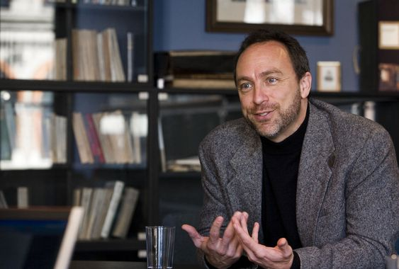 FRYKT: Wikipedia-grunnlegger Jimmy Wales mener NSAs masseovervåkning ødelegger internett og skaper frykt. Nå går han i spissen for et søksmål mot det amerikanske etterretningsorganet.