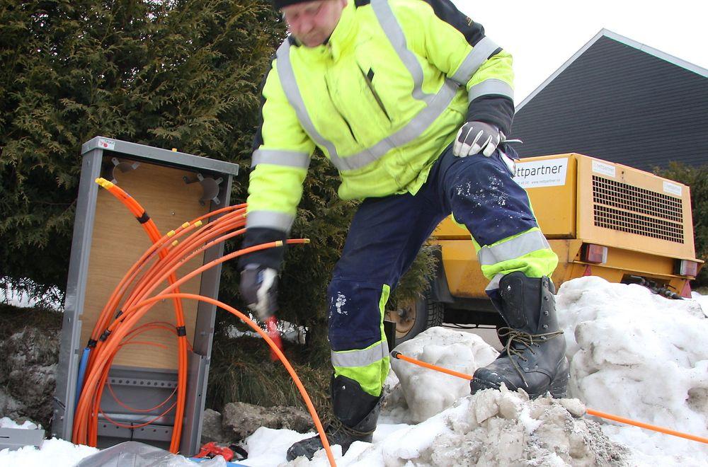 Regjeringen har satt av 110 millioner kroner som skal gå til prosjekter som kan gi bedre tilbud om bredbånd til norske husstander.