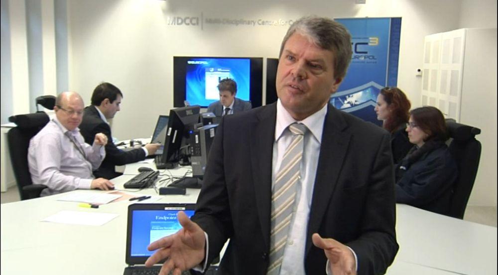 Troels Oertling leder EUs nye kyberkrimenhet EC3. Bildet er fra et arbeidsrom i EC3-sentralen i Haag.
