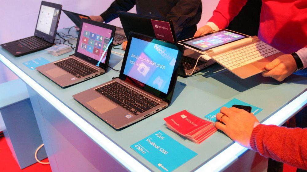 Salget av Windows-baserte PC-er har vært skuffende i 2012, og Windows 8 har ikke bidratt positivt. Nå må produsentene begynne å ta seg høyere betalt, mener analytiker.