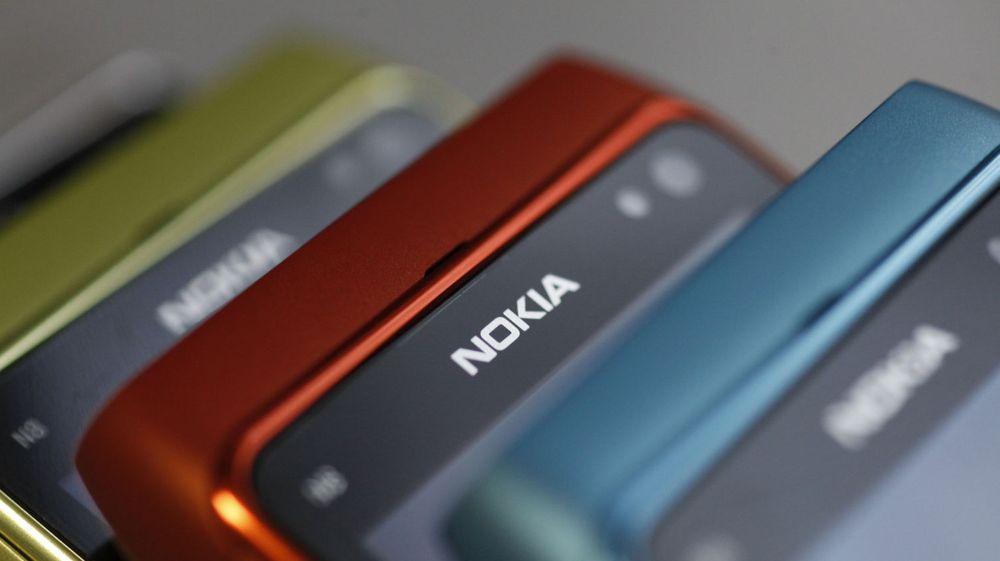 Nokia-mobiler i en forretning i Warszawa. Et av Nokias største utfordringer er å redusere tiden det tar å få nye produkter til markedet.