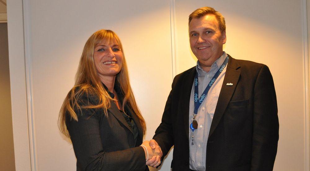 Anne-Grethe Wåsjø, Salgsdirektør i 99X og Lars Erik Wærstad, Administrasjonsdirektør, har signert driftsavtale.