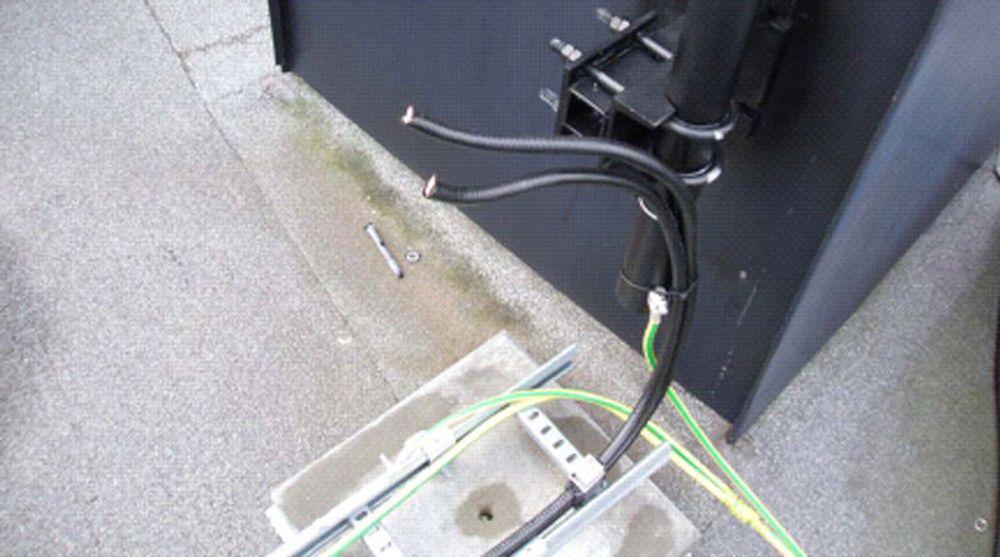 Kurt Oddekalv kuttet kabler istedenfor å å demontere de med en skiftenøkkel. MTU hevder det vil koste cirka 100.000 å reparere dette.