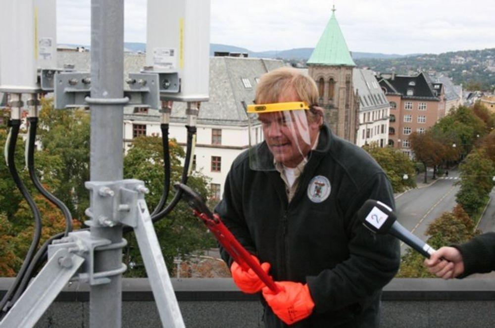 Kurt Oddekalv ble anmeldt av MTU etter at han demonterte en mobilmast med TV2 på slept. Norges Miljøvernforbund anmelder MTU for brudd på plan- og bygningsloven.(foto: Norges Miljøvernforbund)