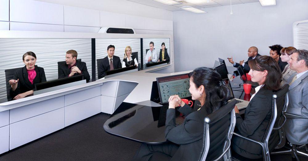 Videomøterommet OTX er beregnet på opptil seks fysiske deltakere, og seks synlige virtuelle deltakere. Systemet holder seg til åpne standarder, og rommet kan koples opp mot rundt to millioner videomøteløsninger verden over.