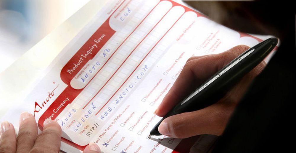 Når skjemaet utfylles, registrerer den digitale pennen hva som skrives, og i hvilket felt.