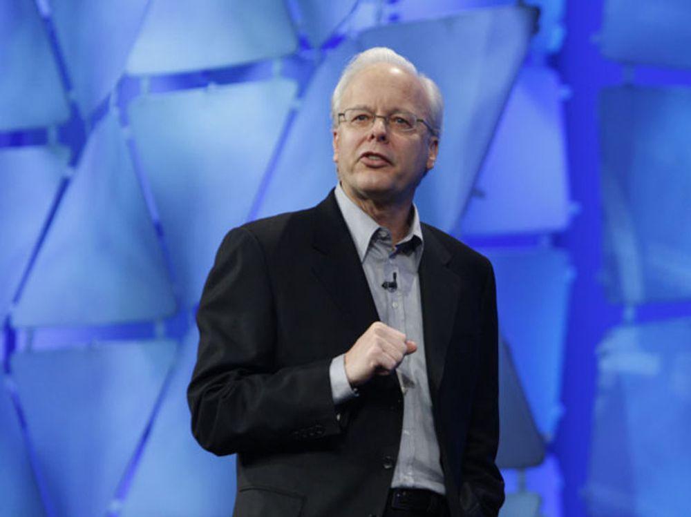 Microsofts avtroppende programvaresjef Ray Ozzie mener pc-ens dager er talte, og at Microsoft må legge om hele sin tankegang rundt tjenester, infrastruktur og apparatur.