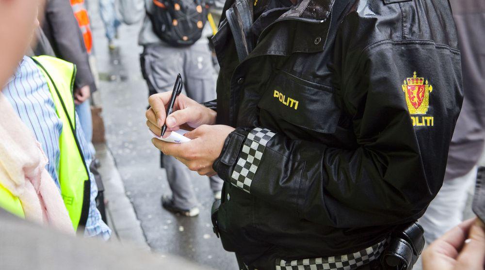 Politiet måtte belage seg på penn og papir da de sto uten nett etter en feil hos Telenor. Nå er de tillitsvalgte bekymret.