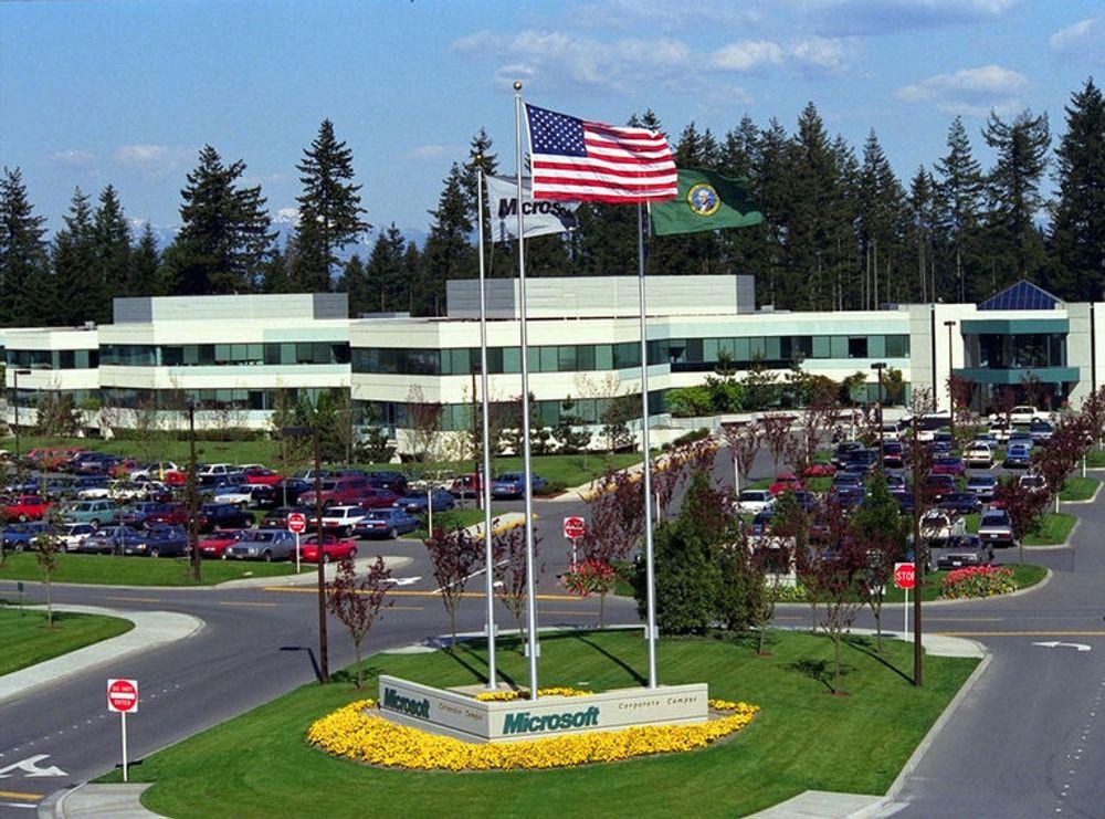 På sitt to kvadratkilometer store campus i Redmond, har Microsoft etablert en sone for høyhastighets mobilt bredbånd. To basestasjoner er nok til å tilby høyoppløselig video over den trådløse forbindelsen. Sonen bruker frigitte tv-frekvenser i frekvensområdet 698 MHz til 806 MHz. I Norge er det meningen å auksjonere disse frekvensene til mobiloperatører. I USA går det mot at frekvensene skal disponeres fritt, etter samme prinsipp som WLAN-frekvensene 2,4 GHz og 5,0 GHz.