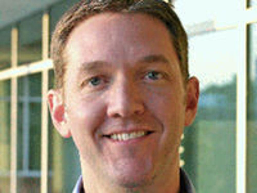 Fri programvare vil takle finanskrisa bedre enn proprietære konkurrenter, mener Red Hat-sjef Jim Whitehurst. (Foto: selskapet)