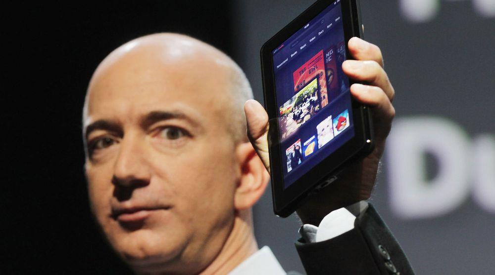 Jeff Bezos lanserte nettbrettet Kindle Fire i fjor høst. Det har blitt en stor suksess i det amerikanske markedet, men er nå utsolgt ifølge selskapet. Senere denne uken vil selskapet lansere oppfølgeren - som skal ha bedre skjerm og kart fra Nokia.
