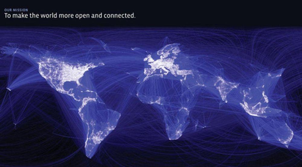 """Facebooks erklærte misjon er å gjøre verden mer åpen og mer sammenknyttet. Her opplyses verdenskartet av intensiteten i Facebook-trafikken: Over 900 millioner brukere bidrar med over 3,2 milliarder """"liker"""" og kommentarer daglig. De laster opp 300 millioner bilder hver dag, og det er til sammen 125 milliarder vennskapsbånd."""