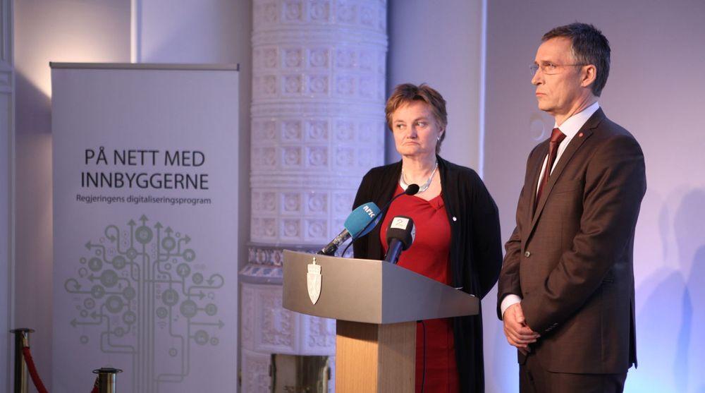 Regjeringen, her representert ved fornyingsminister Rigmor Aasrud og statsminister Jens Stoltenberg, presenterte sitt digitaliseringsprogram 11. april.