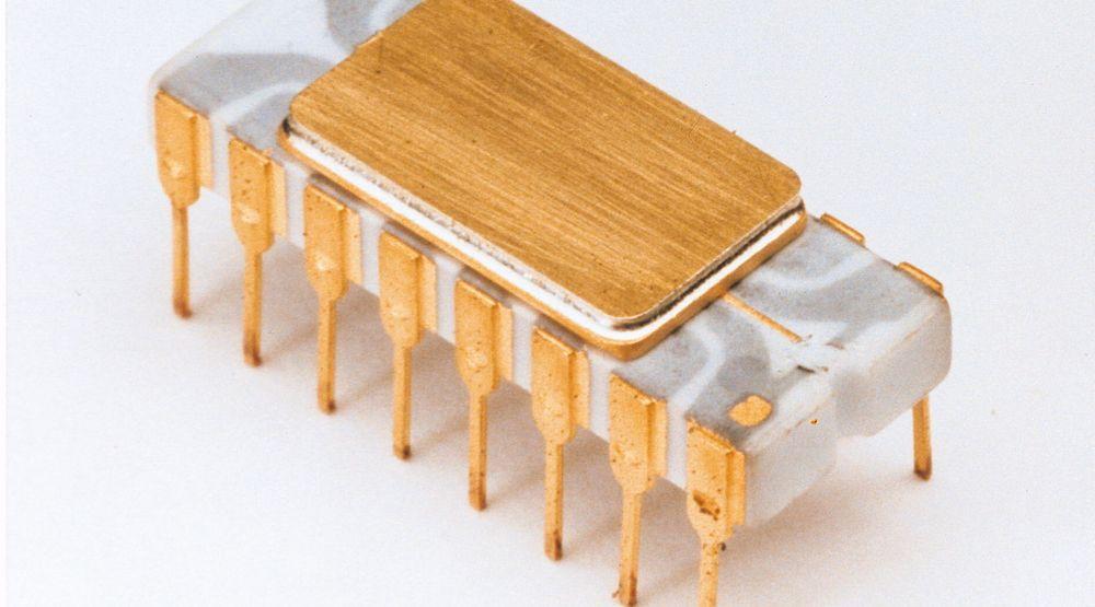 Moores lov har ikke bare vært en prognose, men også fungert som et veikart for halvlederbransjen siden den ble fremsatt av Gordon Moore i 1965. Dette har ført til en enorm utvikling innen prosessorteknologien siden verdens første kommersielt tilgjengelige mikroprosessor, Intel 4004, ble lansert i 1971.