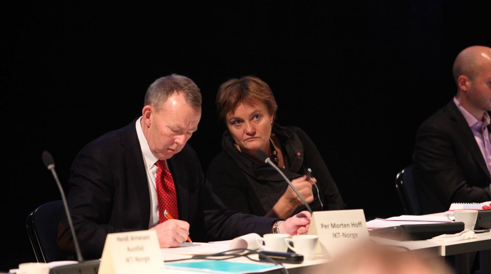 Per Morten Hoff i IKT-Norge oppfordrer statsråd Rigmor Aasrud om å etablere en nasjonal IT-havarikommisjon.