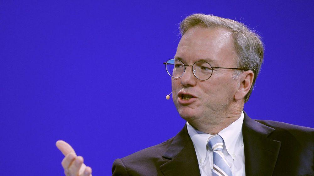 Eric Schmidt, styreleder i Google, må onsdag overbeviste amerikanske senatorer at selskapet han leder ikke misbruker sin dominerende posisjon.