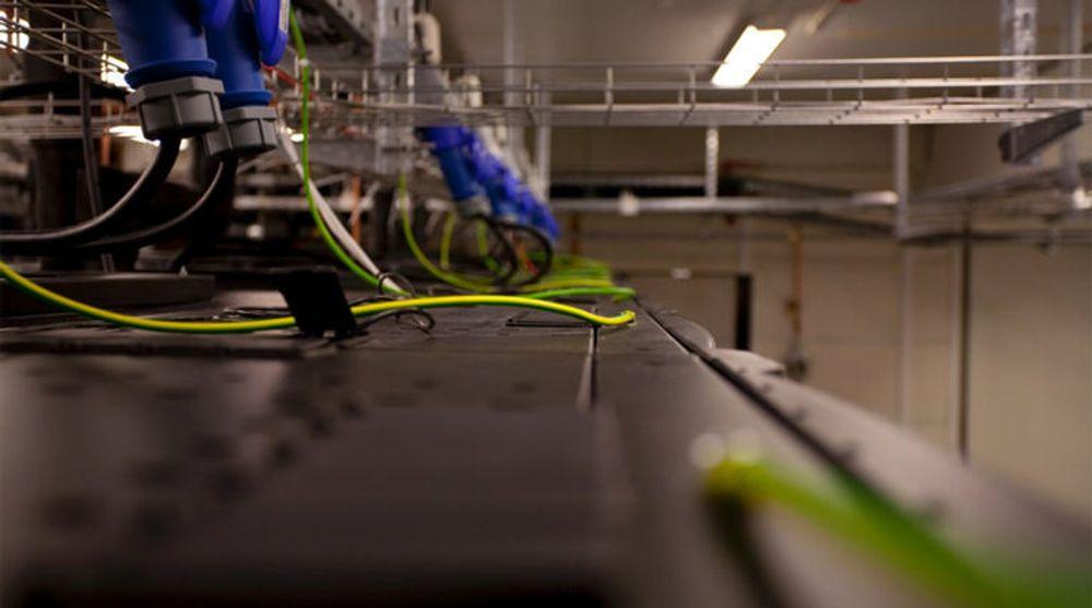 Datasentre drar mye strøm. Nå har Google lettet på sløret og forteller hvor mye de slipper ut. Bildet er fra et datasenter i Bergen.