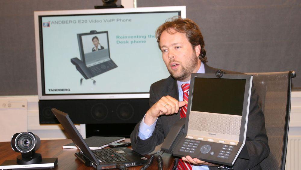 - Vår nye VoIP-videotelefon er alt du forventer av en telefon, bare mye bedre, sier teknologidirektør Snorre Kjesbu i Tandberg.