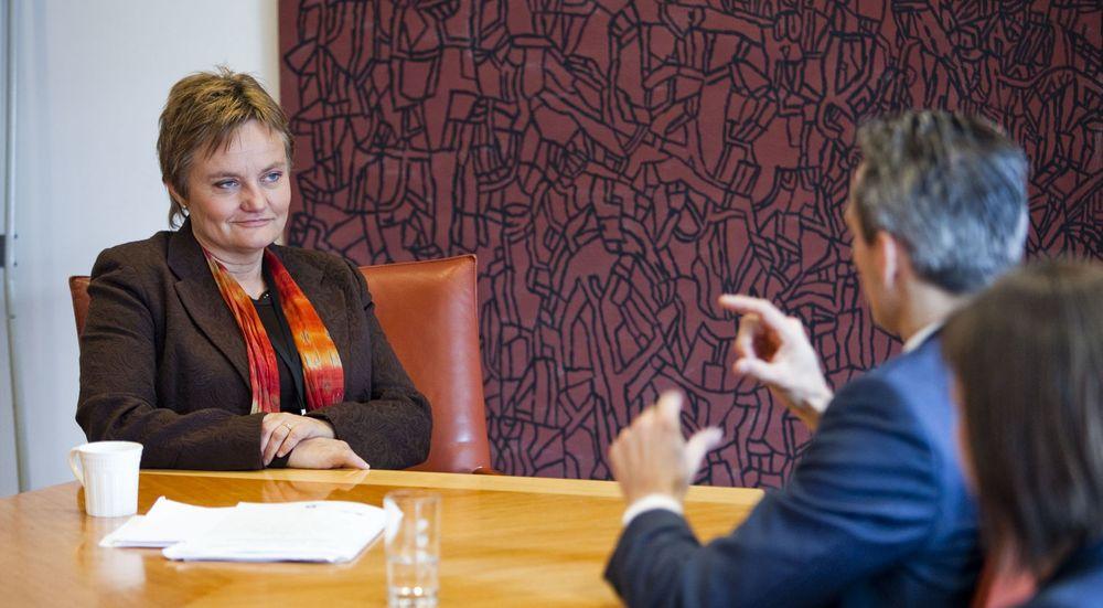 IT-minister Rigmor Aasrud fikk mandag besøk av Thomas Jacobsen, som er ansvarlig for borgerservice i København. Danmark ligger langt foran Norge på bruk av digital kommunikasjon mellom det offentlige og innbyggerne.