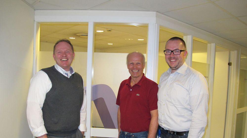 Haugesundsbaserte Sysco, som er eksperter innen Oracle, går til Oslo for å finne fusjonspartner. På bildet er Frank Vikingstad adm.dir i sysco (fra venstre), Jan Bjørklund medgründer Dataess og Bjørn Deverill-Mathisen Direktør i Dataess.