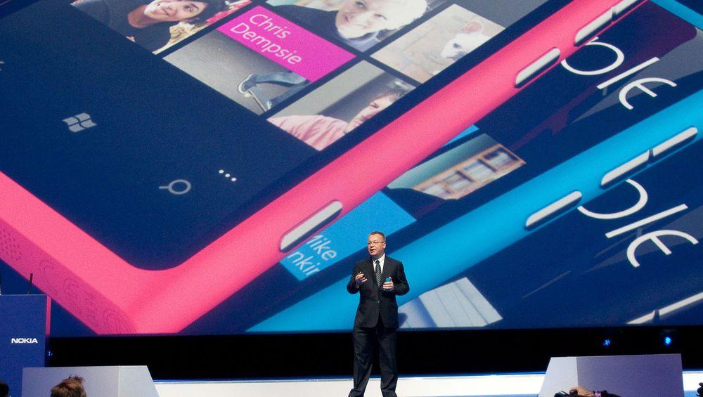 Nokia-sjef Stephen Elop kan glede seg over økt salg av selskapet Lumia-mobiler, selv om økningen ikke er stor så stor at selskapets totale mobilsalg har sluttet å falle.