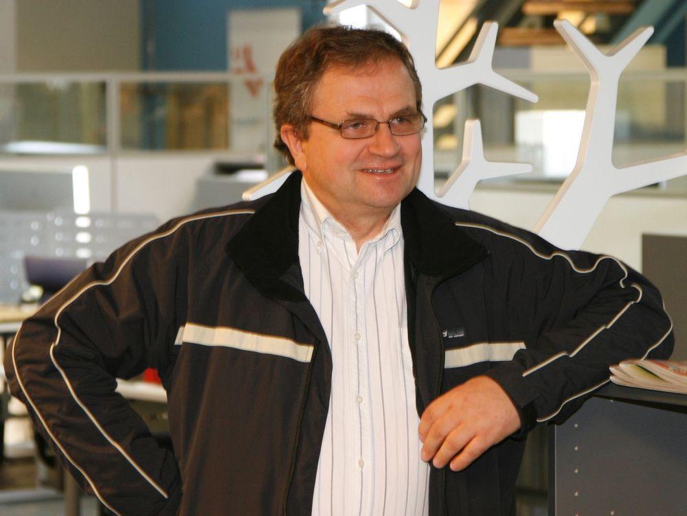 Svein Møllerhaug, kjent som både IT-sikkerhetsekspert og forfatter av datakrim, satser på å distribuere sin nyeste spenningsroman på egen hånd.