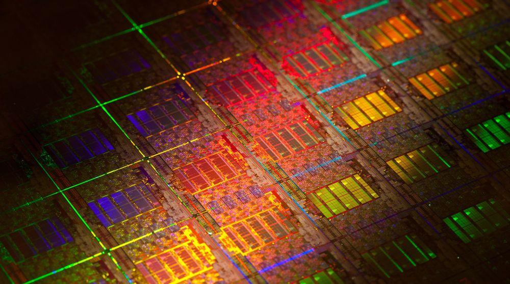 Fra silisiumskive for produksjon av Xeon-varianten Sandy Bridge. Intel tar sikte på å framskynde utviklingen av 450 millimeters skiver, slik at dobbelt så mange prosessorer kan tilvirkes samtidig fra én maskin.