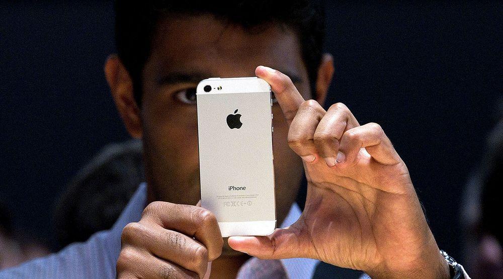 Apples ordre på komponenter til iPhone 5 er halvert i inneværende periode, ifølge flere aviser.