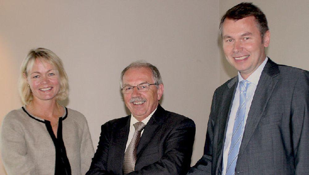 (v. til h.:) Grethe Viksaas (basefarm), Erik Fossum (Brønnøysundregistrene) og Roy Grønli (Accenture) ser frem til et godt og spennende samarbeid i årene som kommer.