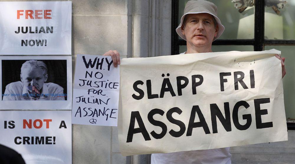 Støttespillere av Julian Assange demonstrerte onsdag utenfor britisk høyesterett i London, som avgjorde at Wikileaks-grunnleggeren kan utleveres til Sverige.