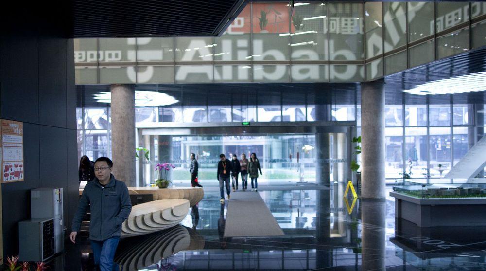 Den kinesiske e-handelsgiganten Alibaba ser avtalen med Yahoo som forberedelse til børsnotering. Avtalen verdsetter Alibaba til 35 milliarder dollar. Bildet viser selskapets hovedkvarter i Hangzhou i Zhejiang-provinsen.