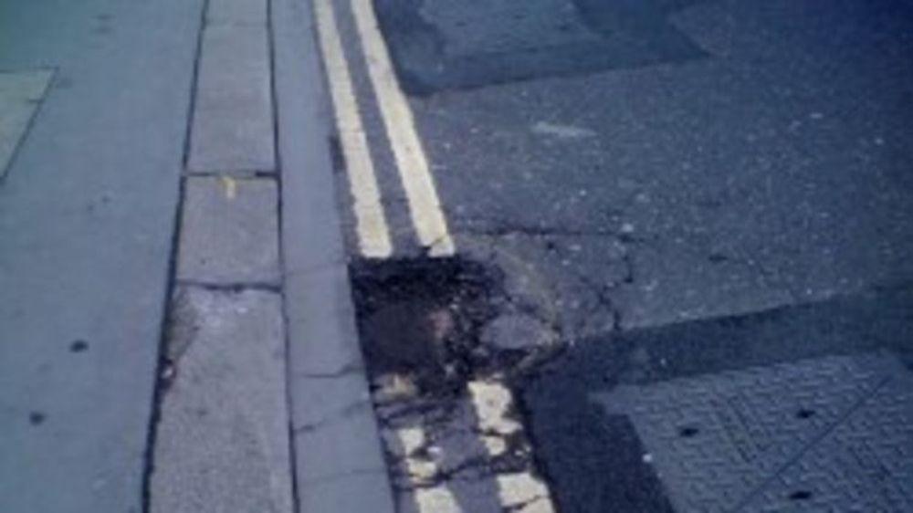 På det sosiale nettstedet FixMyStreet kan man rapportere inn hindringer i veinettet.