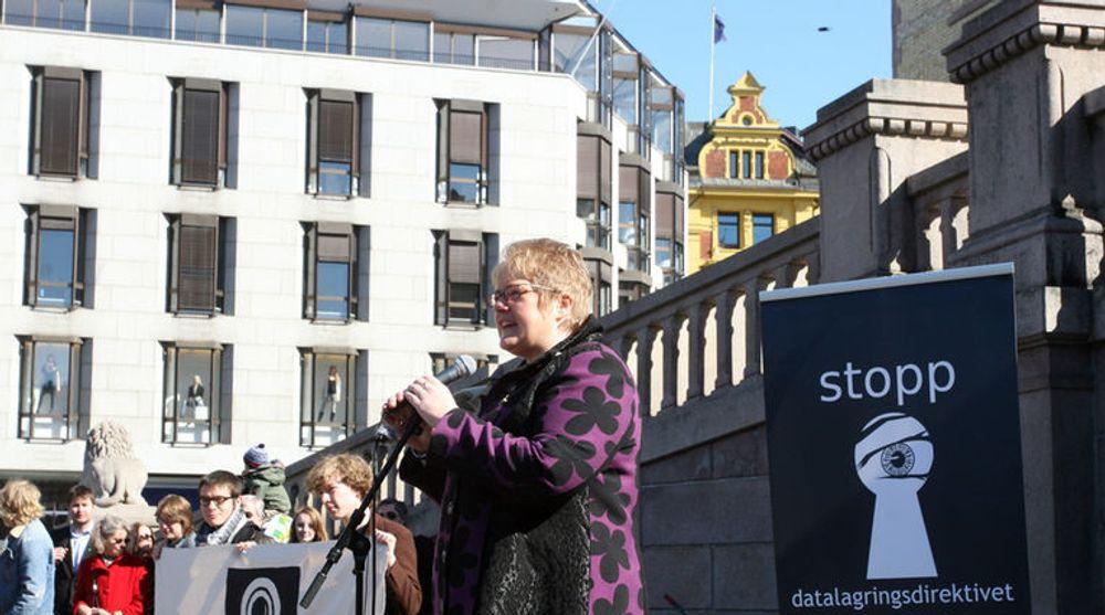 Loven om datalagring som Høyre og Ap fikk vedtatt i stortinget i april 2011, strider mot menneskerettighetskonvensjonen, ifølge ekspertutredning. (Bildet viser Venstre-leder Trine Skei Grande under en appell mot datalagring før det omstridte vedtaket.)