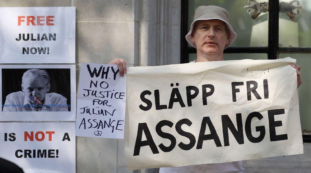 En bølge av tjenestenektangrep, DDoS, rammet mandag en rekke svenske medier og institusjoner. Politiet tror nettaktivister som støtter Wikileaks-grunnlegger Julian Assange står bak.