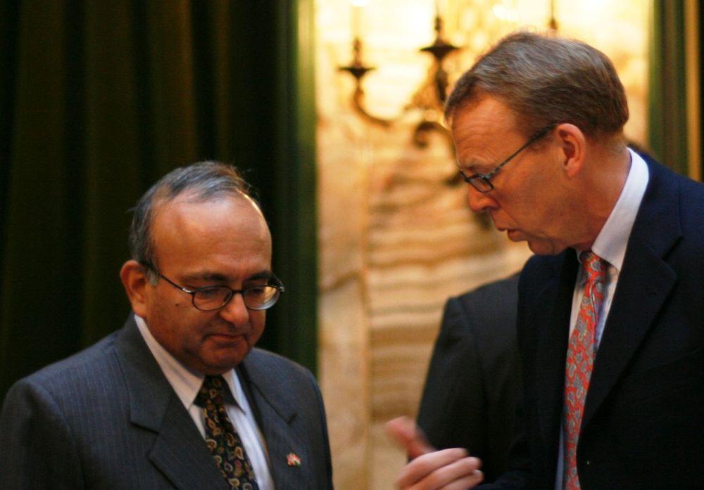 Per Morten Hoff fra IKT-Norge og Indias amassadør i Oslo på et arrangement om tjenesteutsetting tidligere i år.