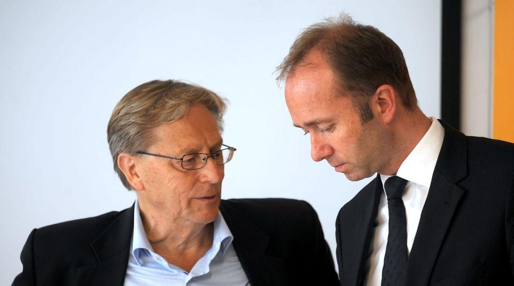 Svein Aaser (t.v) i samtale med næringsminister Trond Giske i forbindelse med Ski-VM i fjor vinter. Nå foreslås Aaser som ny styreleder i Telenor etter at Harald Nordvik ble presset ut av nettopp Trond Giske.