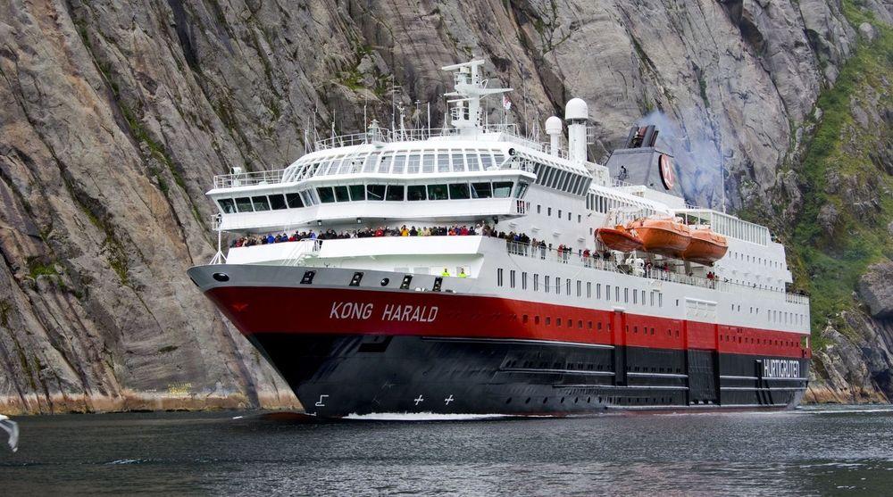 Hurtigruten har bygget om fire av skipene til landstrøm. Bergen har systemet klart i april.