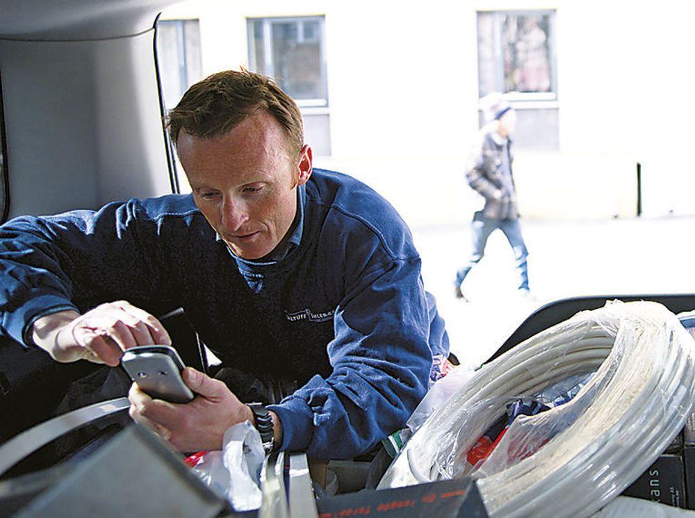 Med Handyman erstattes papirarbeidet med digital interaktivitet der bedriftens ordre- og økonomisystemer oppdateres i sanntid.