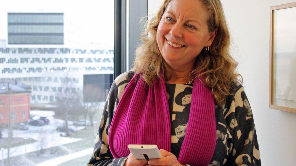 - Årets julegave, sier Berit Svendsen.  Hun leder Telenors norske virksomhet og surfer på Telenors nye 4G nett. Nettet ble åpnet for mobiltelefoner torsdag.