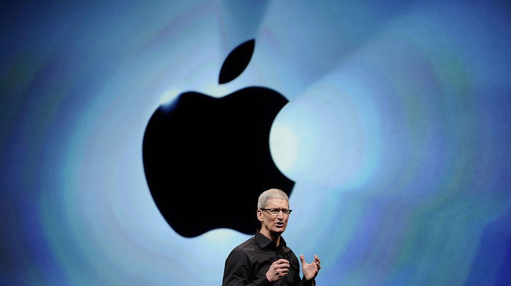 Aksjekursen til Apple har falt kraftig den siste tiden. Bare onsdag falt verdien av selskapet langt mer enn den samlede verdien av Hewlett-Packard - verdens største produsent av PC-er. Presset på Apple-toppsjef, Tim Cook (bildet), vil derfor bare øke.