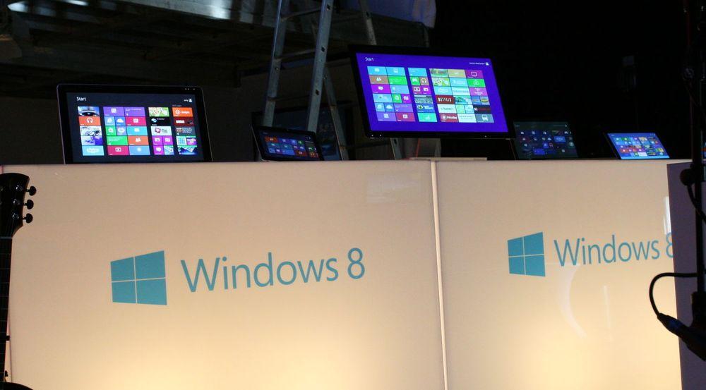 Microsoft melder om godt salg av Windows 8-lisenser i den første måneden etter lanseringen. Salget kan være helt på høyde med salget av Windows 7 i samme periode i 2009.