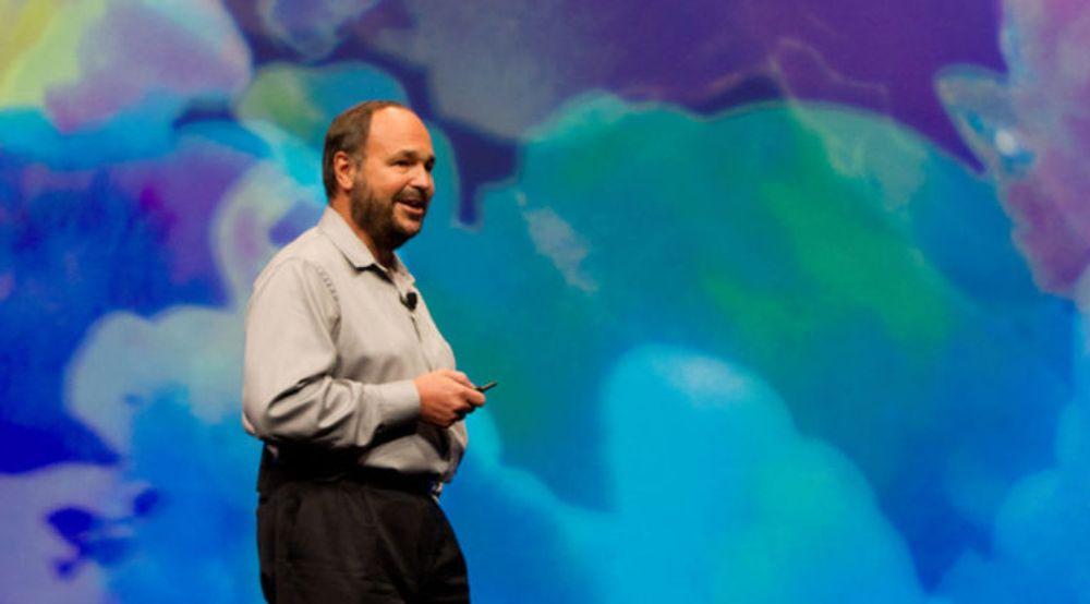 VMware Paul Maritz mener nettskyen stiller IT-folk overfor store omstillinger, både i hvordan de jobber, men spesielt i hvordan de forholder seg til brukerne.