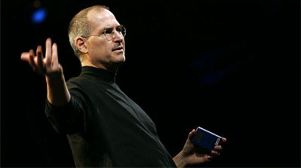 Steve Jobs tok over et nesten konkurs Apple i 1997, og har siden vært svært restriktiv med å utbetale utbytter. Nå bugner selskapet av kontanter. Etter Jobs bortgang begynner presse på at Apple skal utbetale noe til aksjonærene.