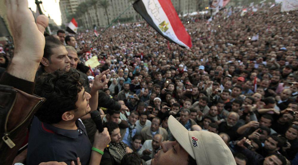 Googles markedsjef Wael Ghonim kan få fredprisen for sitt engasjement i den egyptiske revolusjonen. Her taler han til massene på Tahir-plassen i Kairo i begynnelsen av februar.