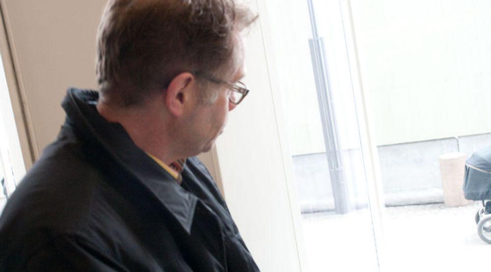Sjef for Apple Norge, Arne Odden, likte dårlig å bli avfotografert av digi.nos journalist. Selskapet han er ansatt hos nekter sine direktører å bli avbildet. De vil at vi skal bruke produktbilder.